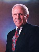 Portrait of Tom Kellogg.
